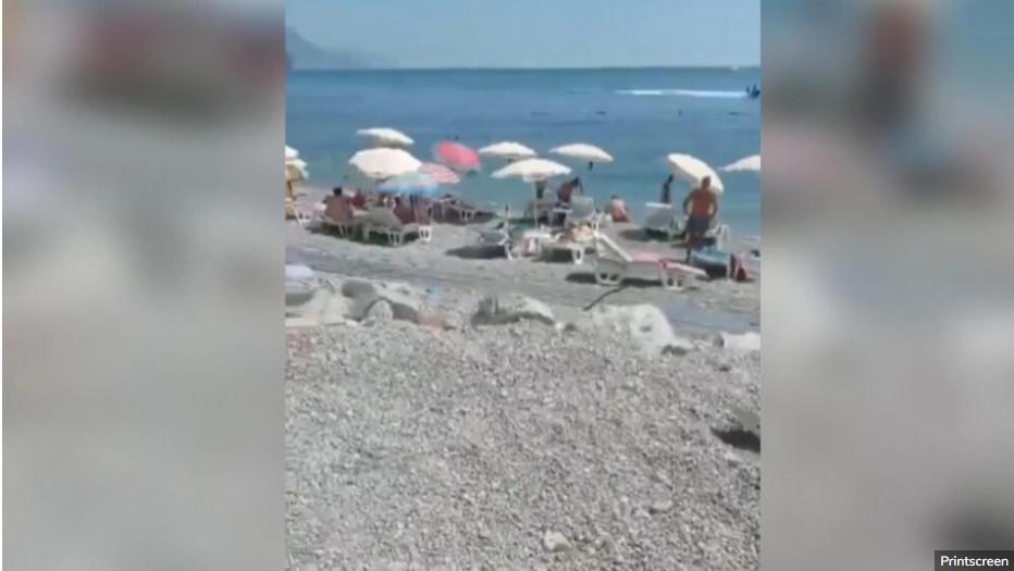 CRNOGORSKE PLAŽE KRCATE Loše vrijeme ne sprečava turiste da uživaju na moru