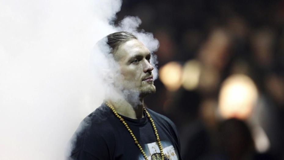 NOVI BOKSERSKI KRALJ Ukrajinac Aleksandar Usik novi je šampion svijeta u teškoj kategoriji