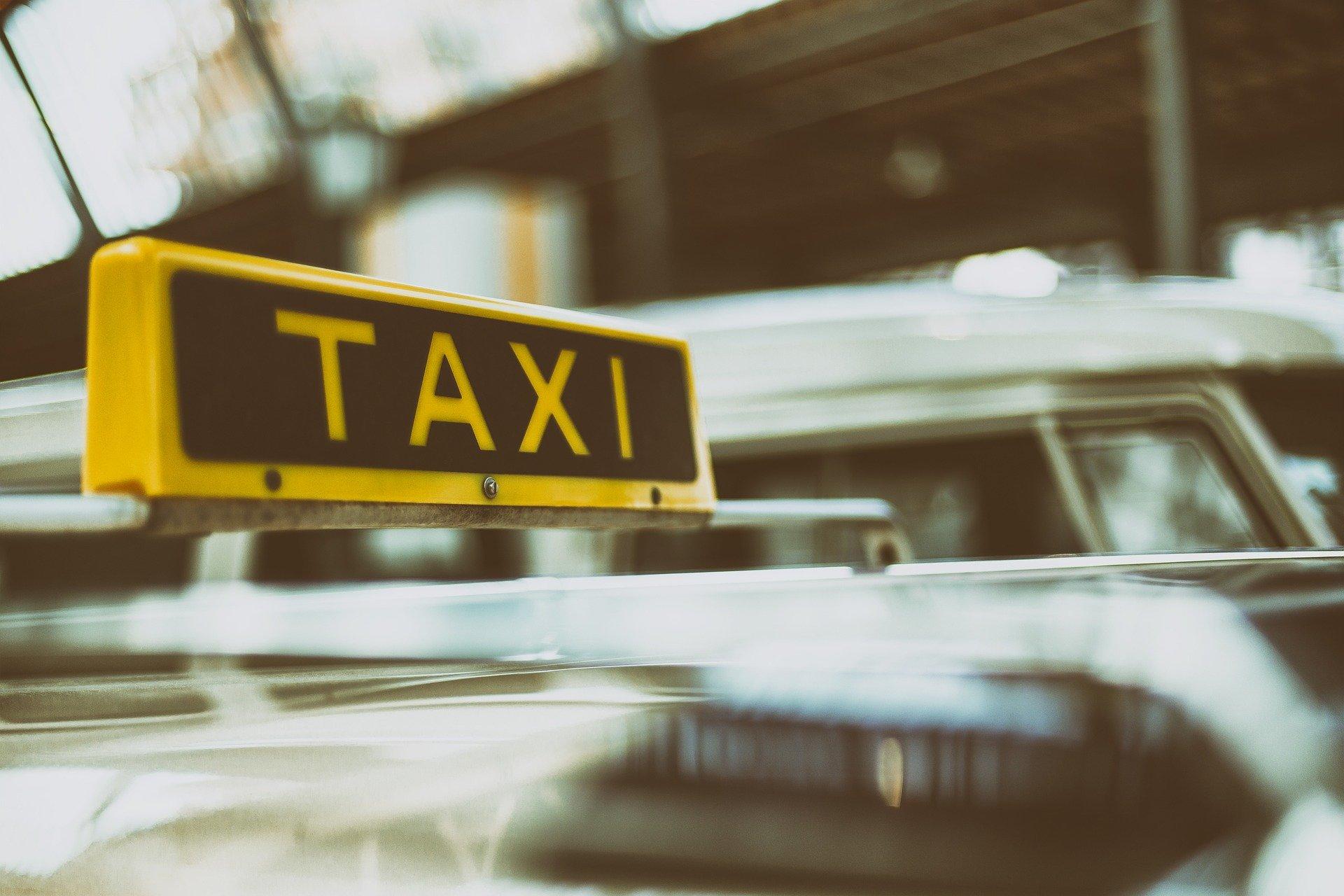 """TRAŽE NAČIN DA OČUVAJU SVOJA RADNA MJESTA! Taksisti nezadovoljni """"radom"""" inspekcija prijete prelaskom u sivu zonu!"""