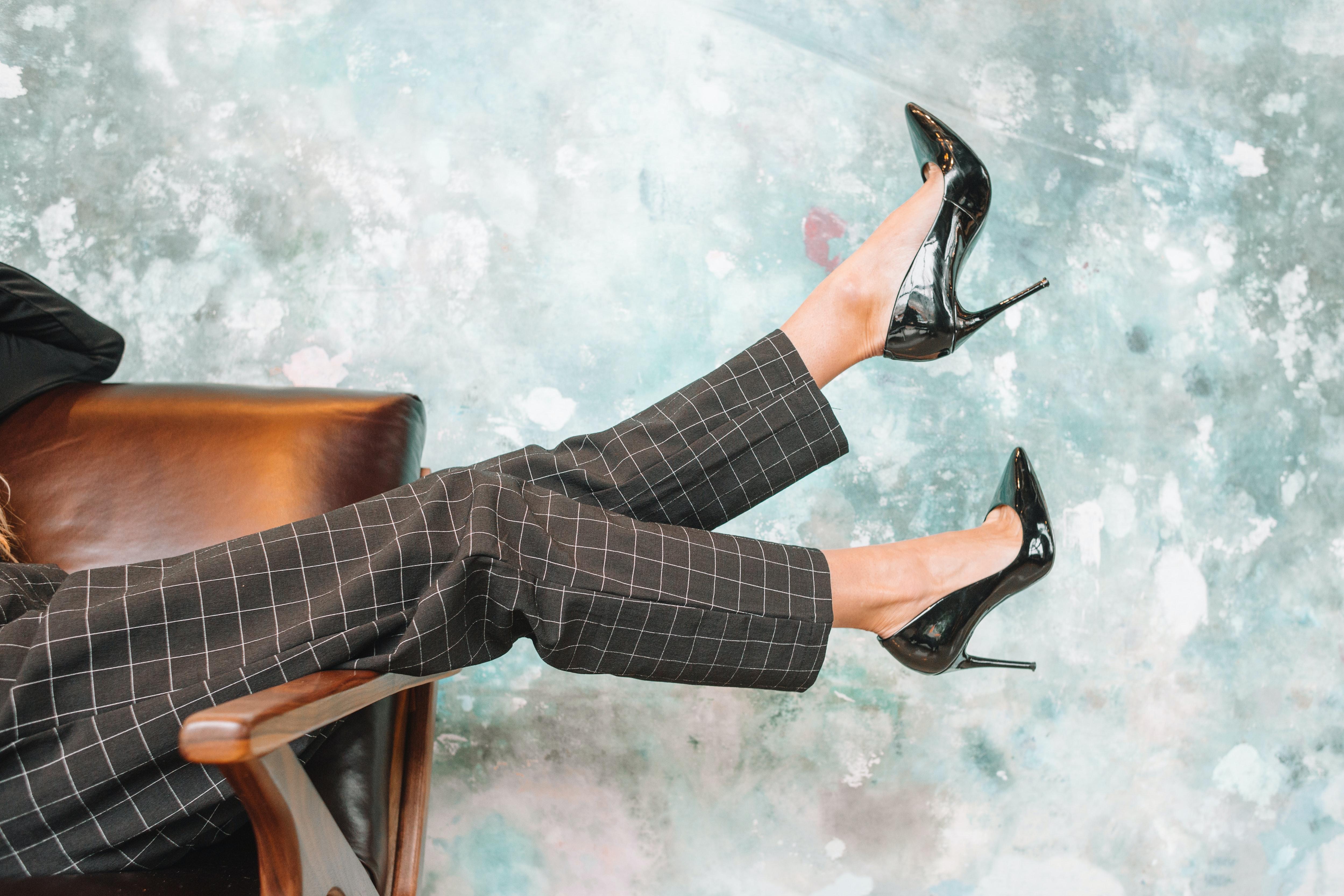 DAME, EVO RJEŠENJA ZA NEUDOBNE ŠTIKLE: Trik koji će raspametiti dame (VIDEO)