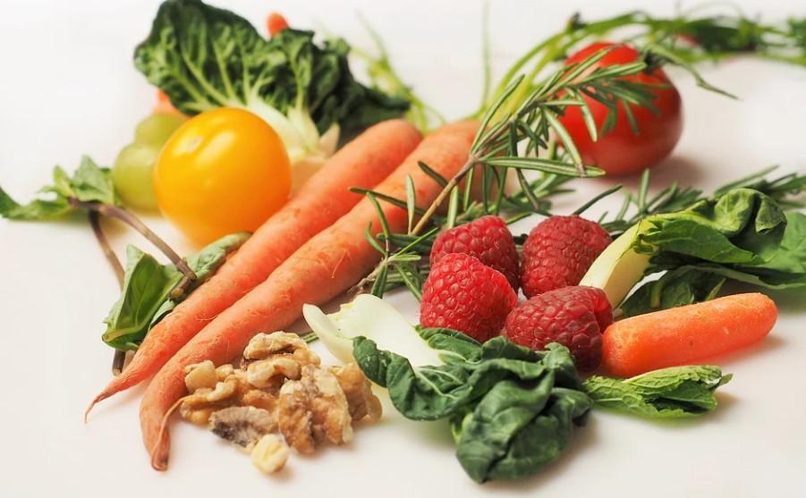 ZA BOLJI MENTALNI RAZVOJ  Djeca koja jedu više voća i povrća pametnija