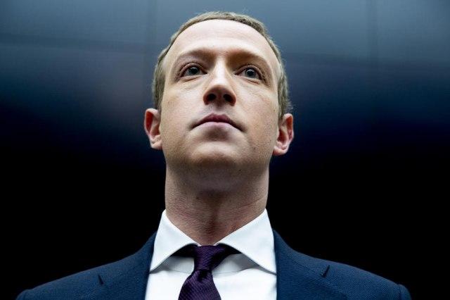 MARK ZEKERBERG SE OBRATIO SVIJETU OTVORENIM PISMOM Negirao tvrdnje da fejsbuk loše utiče na korisnike